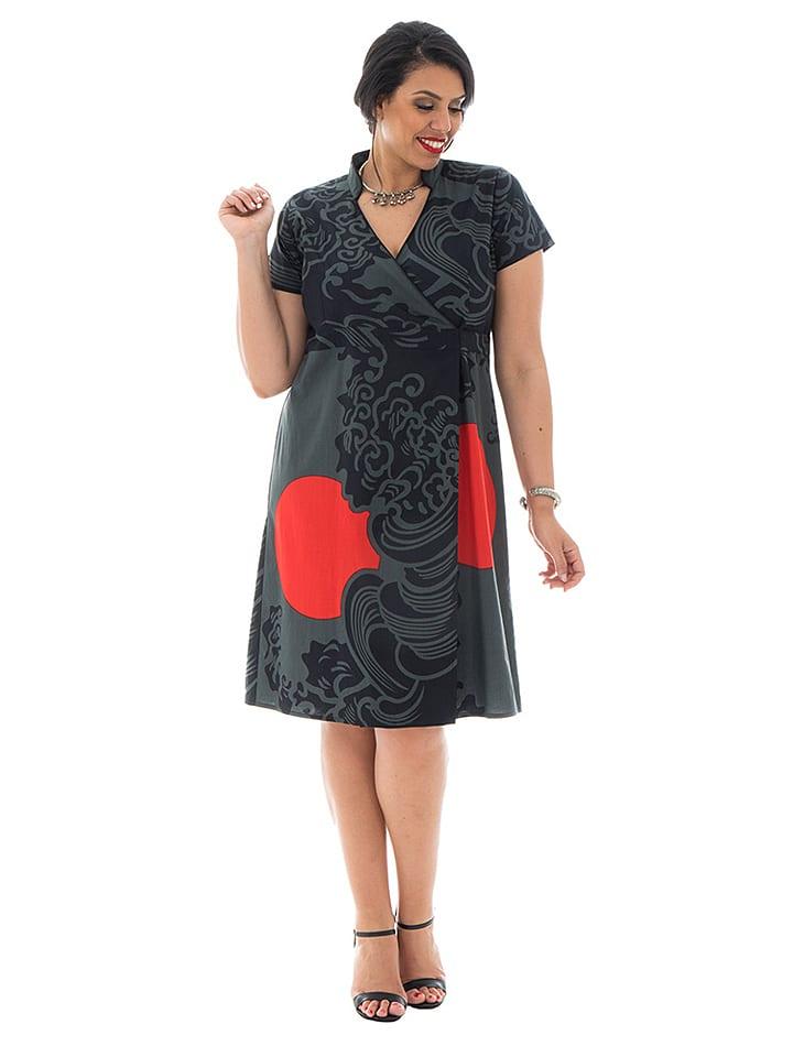 Kleid grau rot