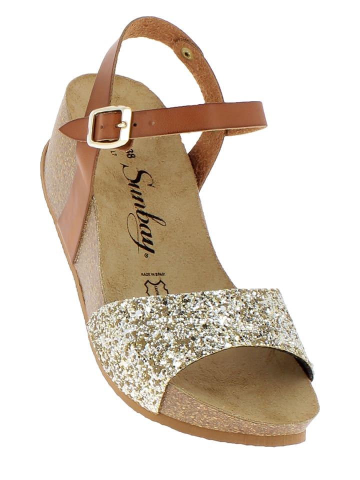 Sunbay Skórzane sandały w kolorze karmelowo-złotym na koturnie