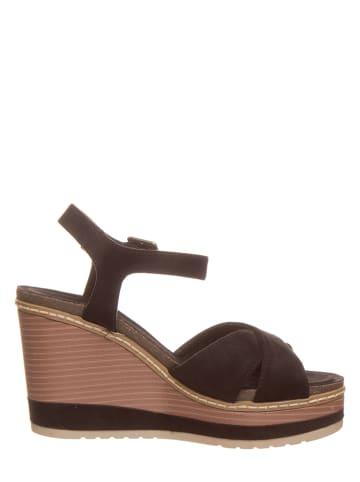Chiemsee Sandały w kolorze czarnym na koturnie