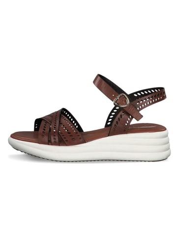 Tamaris Skórzane sandały w kolorze brązowym na koturnie