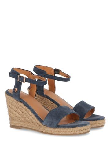 """Mexx Skórzane sandały """"Estelle"""" w kolorze niebieskim na koturnie"""