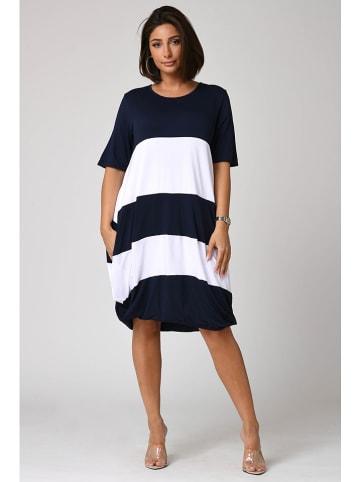 """Plus Size Fashion Sukienka """"Yael"""" w kolorze granatowo-białym"""