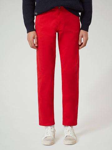 """Napapijri Spodnie chino """"Mana 2"""" w kolorze czerwonym"""