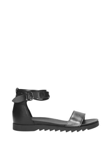 Wojas Skórzane sandały w kolorze czarno-srebrnym