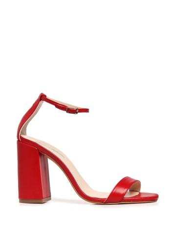 Amparo Infantes Skórzane sandały w kolorze czerwonym