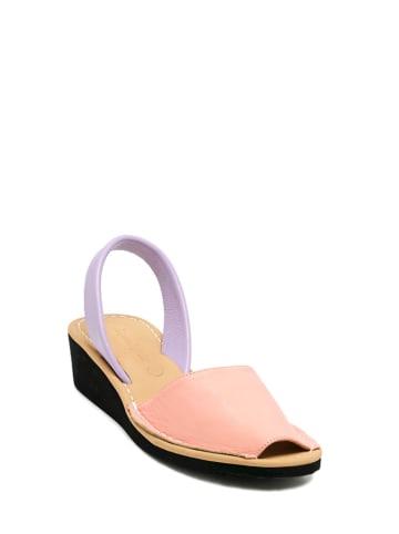 Amparo Infantes Skórzane sandały w kolorze różowo-fioletowym