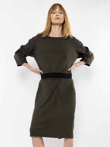 Deni Cler Sukienka w kolorze khaki