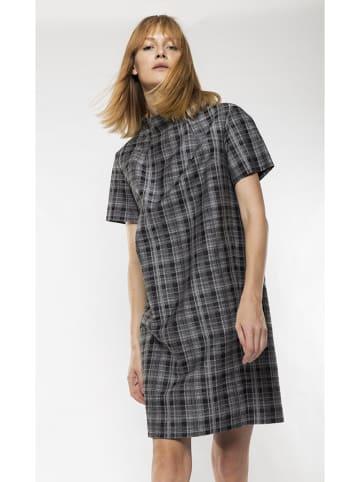 Deni Cler Sukienka w kolorze szarym ze wzorem