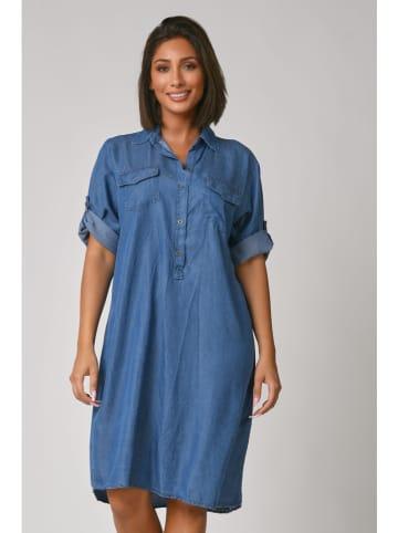 """Plus Size Fashion Sukienka dżinsowa """"Gena"""" w kolorze niebieskim"""
