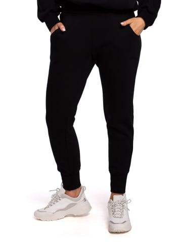 Made of emotion Spodnie w kolorze czarnym