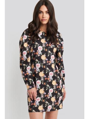 NA-KD Sukienka w kolorze czarnym ze wzorem