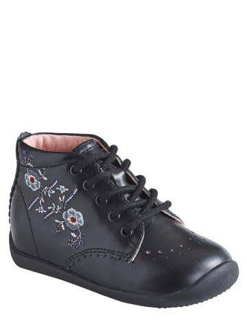 Vertbaudet Buty w kolorze czarnym do nauki chodzenia