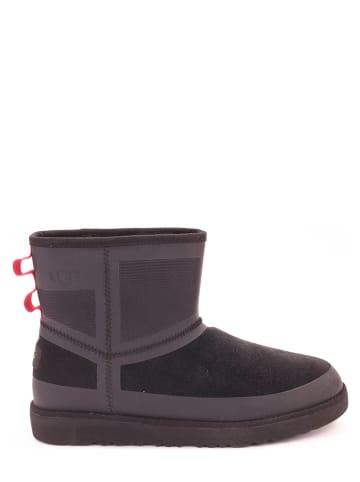"""UGG Leren boots """"Classic Mini Urban Tech"""" zwart"""