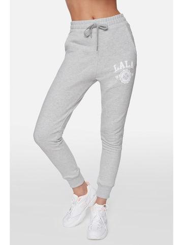 """PLNY LALA Spodnie dresowe """"Lala Lipstick"""" w kolorze szarym"""