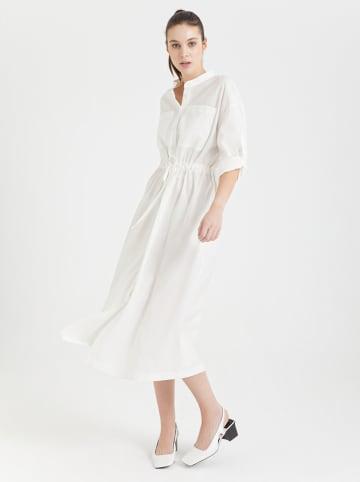BGN Sukienka w kolorze kremowym