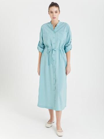 BGN Sukienka w kolorze turkusowym
