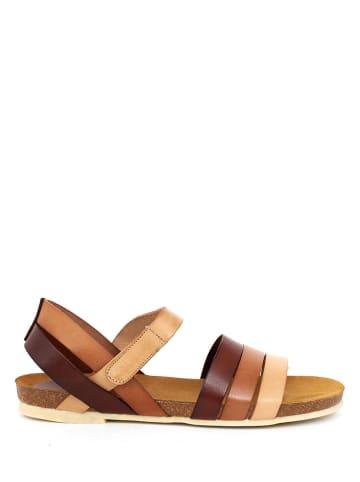 Qualä Skórzane sandały w kolorze beżowo-brązowym