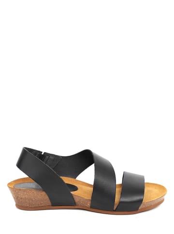 Qualä Skórzane sandały w kolorze czarnym