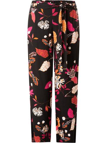 """Yesta Spodnie """"Julia"""" w kolorze czarnym ze wzorem"""