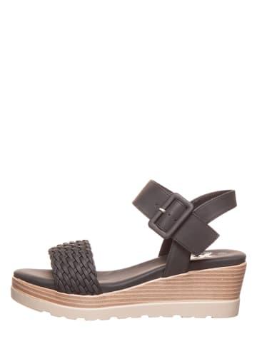 Miss Perfect Shapewear Sandały w kolorze czarnym na koturnie