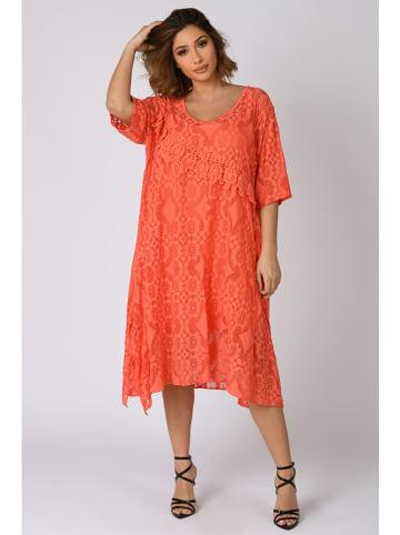 """Plus Size Company Sukienka """"Chloe"""" w kolorze koralowym"""