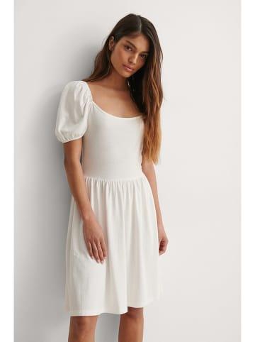NA-KD Kleid in Weiß