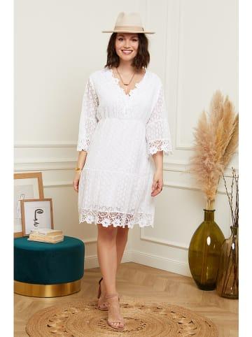 Curvy Lady Sukienka w kolorze białym