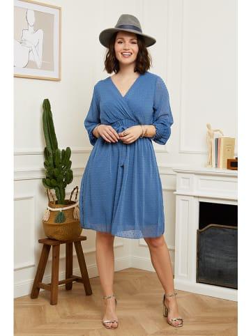 Curvy Lady Sukienka w kolorze niebieskim