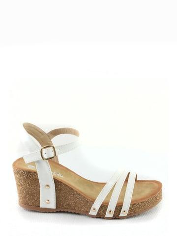 Foreverfolie Sandały w kolorze białym na koturnie