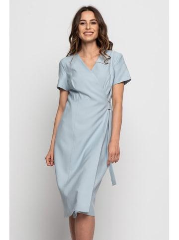 Bialcon Sukienka w kolorze jasnoniebieskim