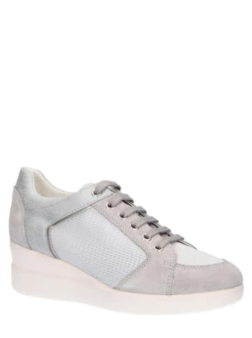 """Geox Skórzane sneakersy """"Stardust"""" w kolorze srebrno-szarym na koturnie"""