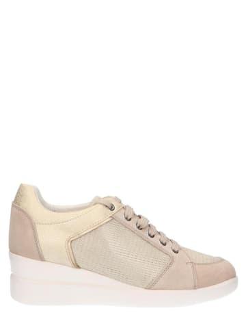 """Geox Skórzane sneakersy """"Stardust"""" w kolorze beżowo-jasnoróżowym na koturnie"""