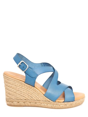 CLKA Skórzane sandały w kolorze błękitnym na koturnie