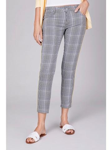 """Blue Fire Spodnie """"Chloe"""" w kolorze biało-czarnym"""
