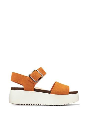 Clarks Skórzane sandały w kolorze jasnobrązowym