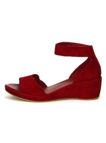 """Think! Skórzane sandały """"Wedsch"""" w kolorze czerwonym na koturnie"""