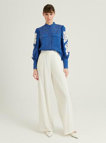 BGN Spodnie w kolorze kremowym