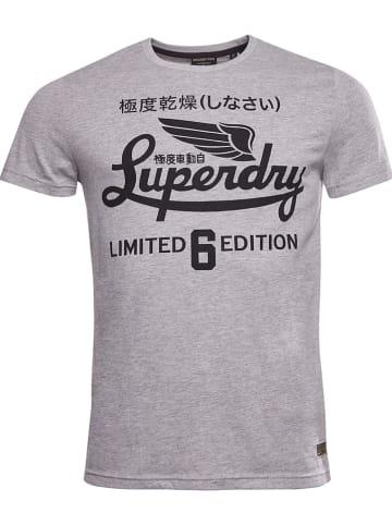 """Superdry Koszulka """"Military Graphic"""" w kolorze szarym"""
