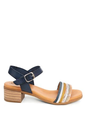 Mia Loé Skórzane sandały w kolorze granatowym ze wzorem
