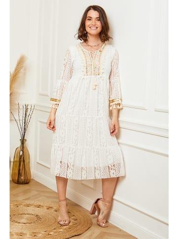 Curvy Lady Sukienka w kolorze kremowym
