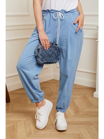 Curvy Lady Spodnie dresowe w kolorze błękitnym
