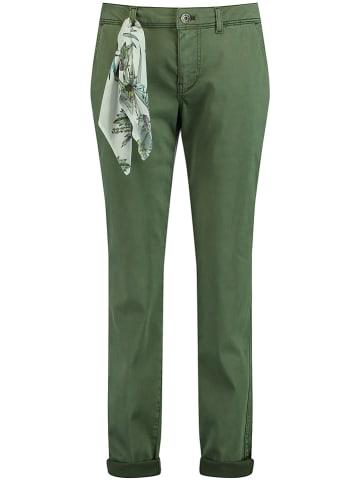 TAIFUN Spodnie chino w kolorze zielonym