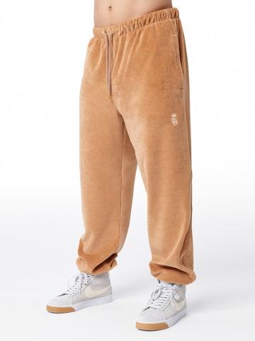 """PLNY Spodnie dresowe """"PLNY Crown"""" w kolorze jasnobrązowym"""
