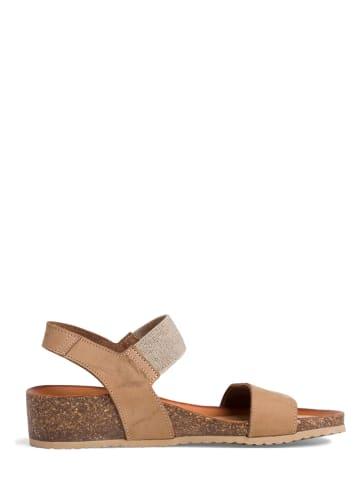 Tamaris Skórzane sandały w kolorze beżowym