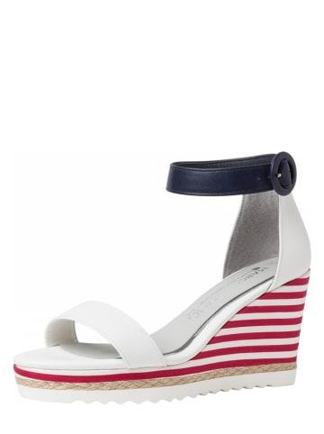 Marco Tozzi Sandały w kolorze białym na koturnie