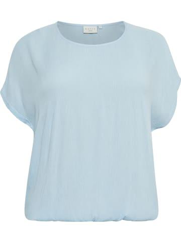 """KAFFE curve Bluzka """"Ami"""" w kolorze błękitnym"""