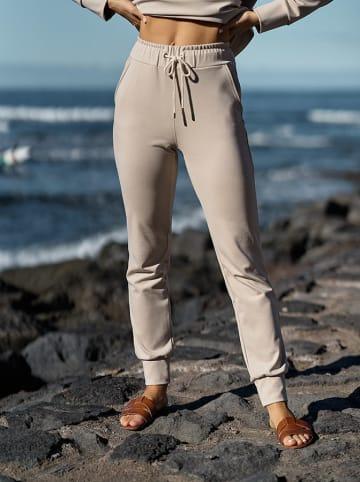 """More Moi Spodnie """"Basic"""" w kolorze jasnobeżowym"""