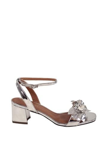 Eferri Skórzane sandały w kolorze srebrnym
