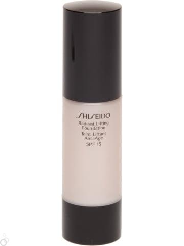 "Shiseido Foundation ""Radiant Lifting - B60 Natural Deep Beige"" - SPF 15, 30 ml"