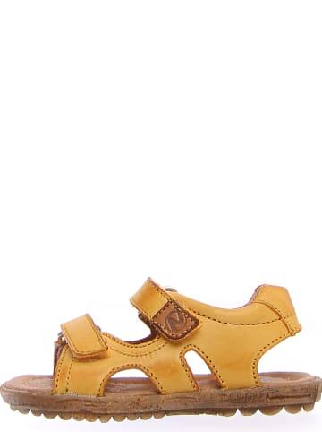 Naturino Skórzane sandały w kolorze żółtym